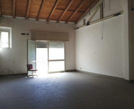 RIF: D26 - IN ZONA DI PASSAGGIO, LOCALE COMMERCIALE SOPPALCABILE